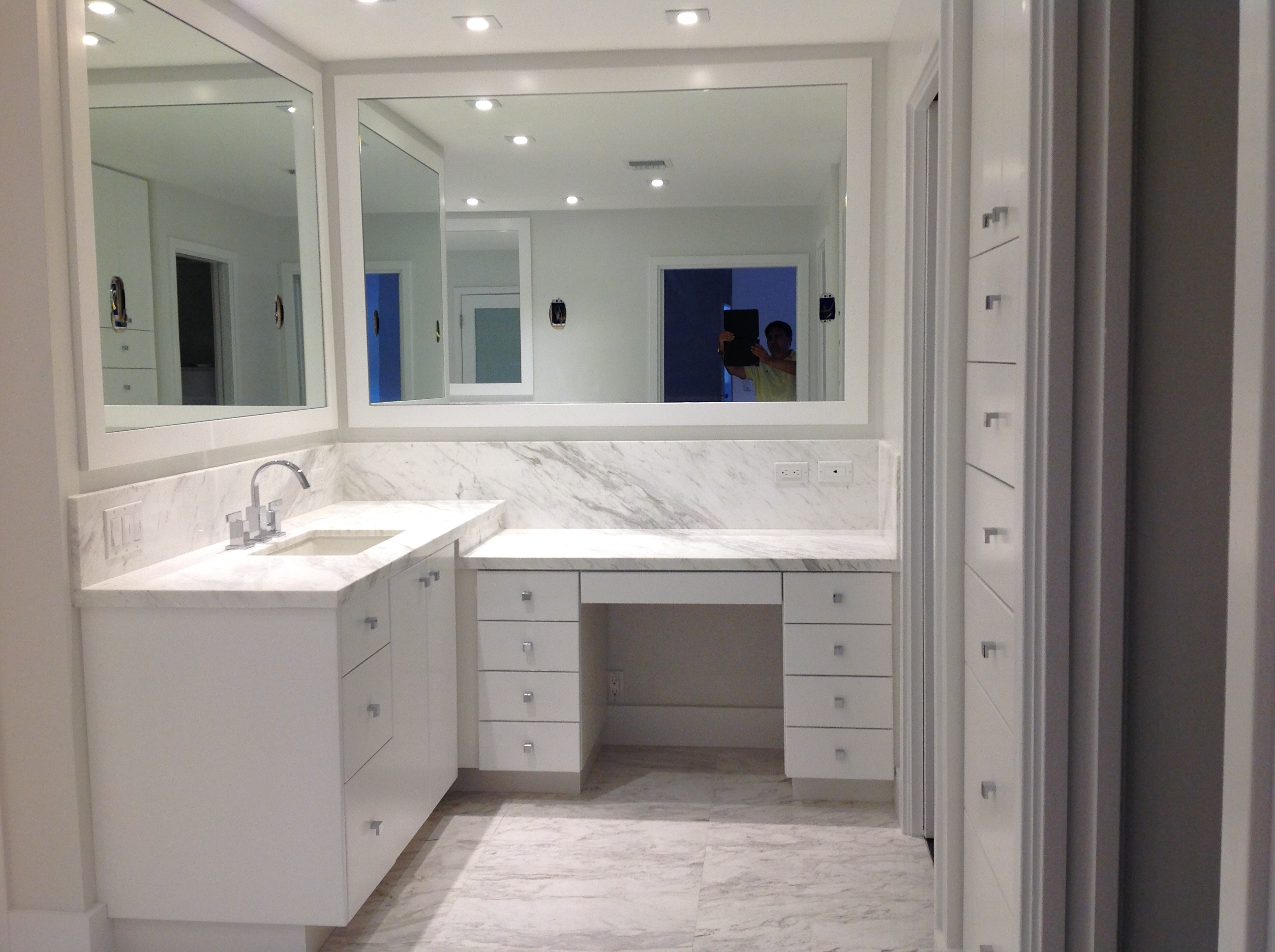 100 bathroom cabinets custom order custom bathroom for Custom bathroom cabinets