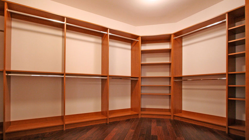 Custom Closet Winda 7 Furniture